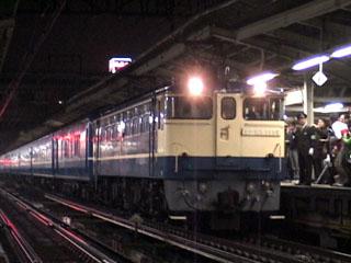 横浜駅に停車中の「銀河」