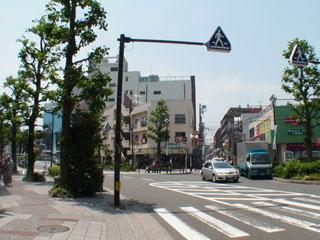 旧東海道と保土ヶ谷駅方面の分岐点