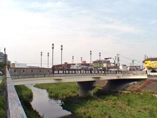 横から見た吉田大橋