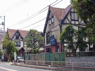 茅ヶ崎で見かけたハーフティンバーの建物