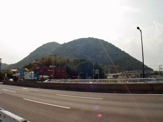 花水橋から見た高麗山