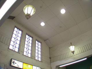 大磯駅改札前の天井