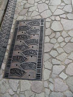 石畳をイメージした歩道