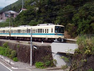 箱根登山鉄道。電車は小田急8000形。
