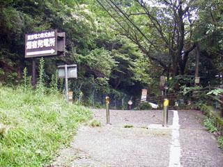 坂を上ると県道