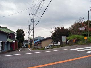 国道の向こうに笹原新田の集落