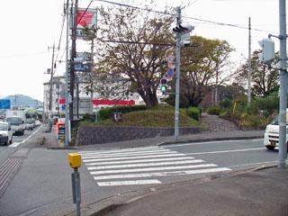 五本松交差点から右の遊歩道へ