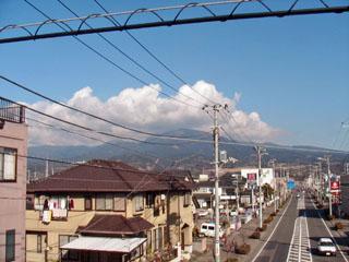 原町歩道橋から愛鷹山を望む