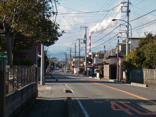 日本製紙富士工場の煙突が見える