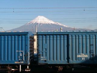 吉原駅のホームから見た富士山
