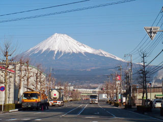 河合橋の先から見た富士山