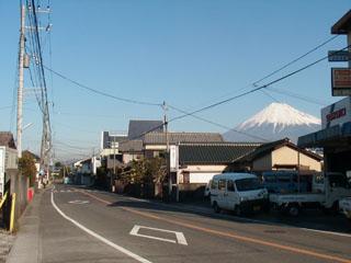 まだ右側に見える富士山