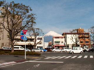 大通りを渡って旧東海道の続きへ