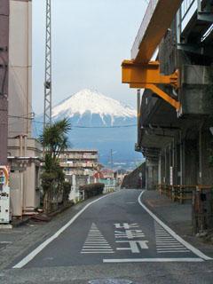 柚木駅の所から見た富士山