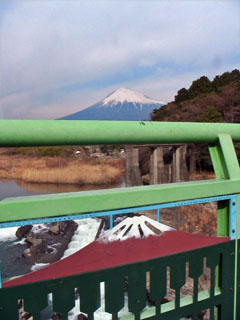 富士川橋から見た富士山