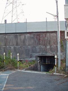 新幹線をくぐる通路の入り口